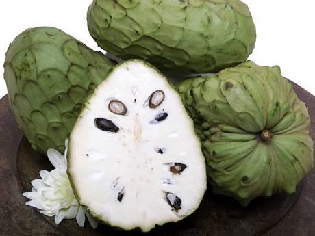 Frutta tropicale Frutti_di_anona_interi_e_divisi