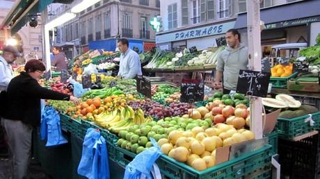 Francia bancarella di frutta e verdura in provenza for Mercato frutta e verdura milano
