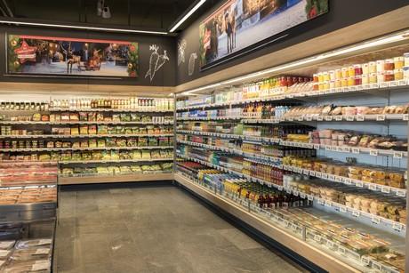 Risultati immagini per impiegato supermercato